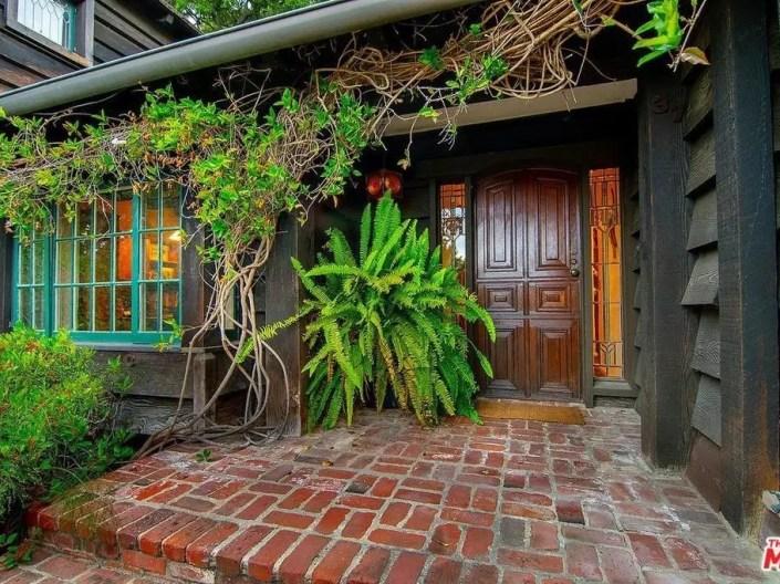 Rustic Santa Monica Log Cabin Will Make You Feel Warm & Cozy-2
