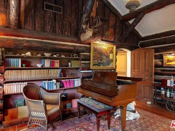 Rustic Santa Monica Log Cabin Will Make You Feel Warm & Cozy-4