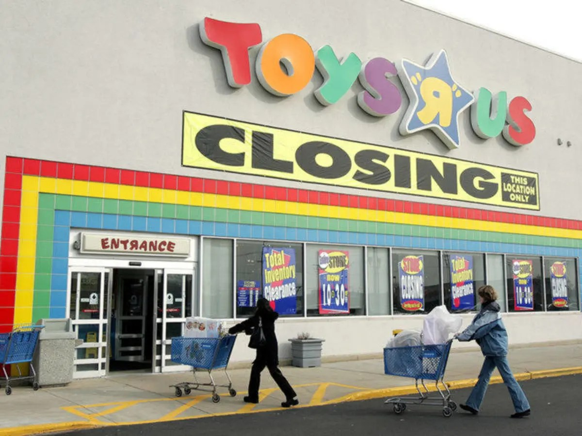 Who S Trying To Replace Closed Toys R Us Locations In