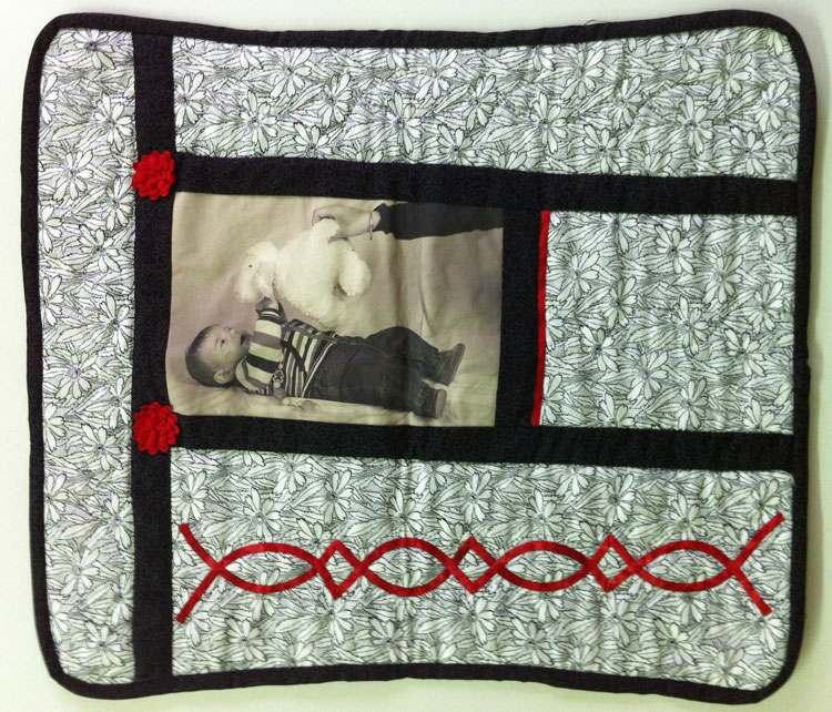 Cojín de patchwork con foto de bebé impresa en tela