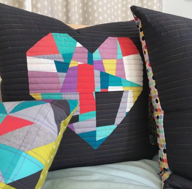 cojín de corazón crazy patchwork moderno