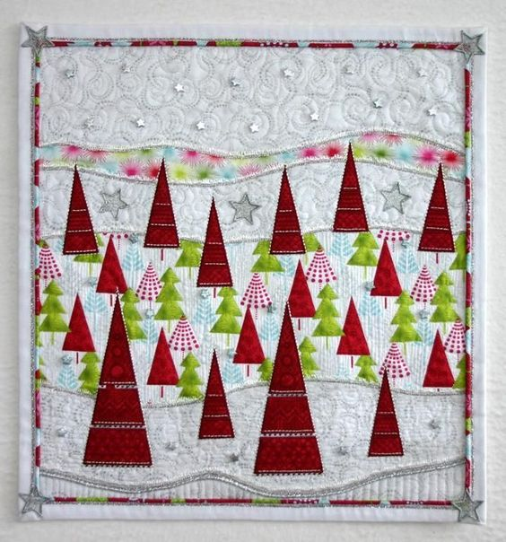 quilt mural de patchwork de navidad con abetos rojos y verdes aplicados