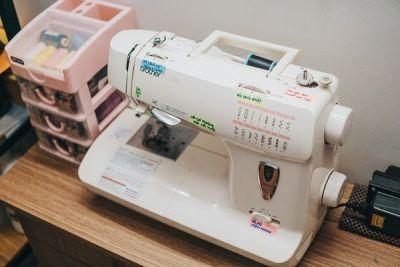 white-sewing-machine-2030476