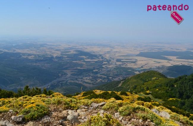 Vistas a la Hoya de Huesca desde el Pico las Calmas