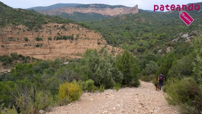 Descenso al cauce del río Alcanadre