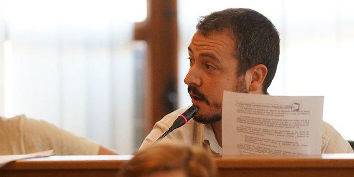 El portavoz de EU, Javier Parra, durante el pleno