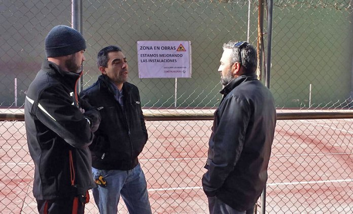 El concejal de Deportes, José Manuel Mora, durante su visita a las obras
