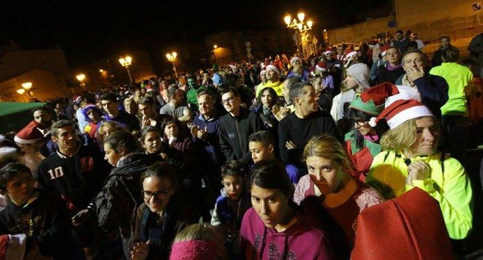 Cerca de un millar de personas participaron en la San Silvestre paternera