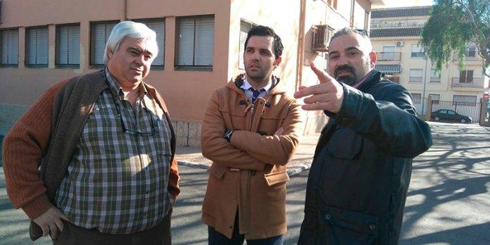 Sagredo y Mora durante su visita al Sanchis Guarner