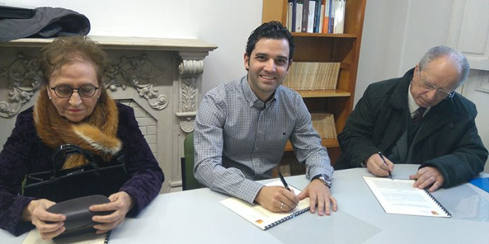 Agustín Andreu e isabel Sancho en la firma junto al alcalde Juan Antonio Sagredo