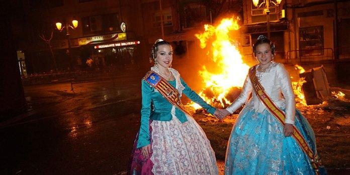 Sheila y Gloria durante la Cremà