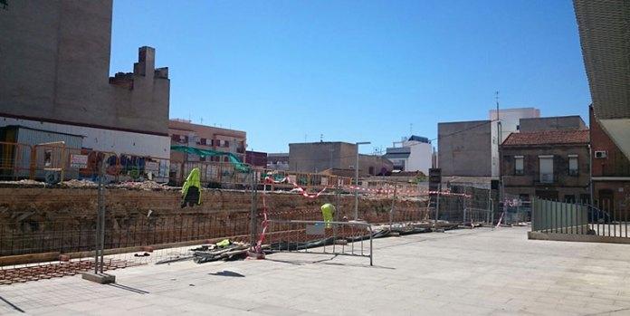 Imagen de los trabajos de adecuación del muro del Auditorio Antonio Cabeza de Paterna