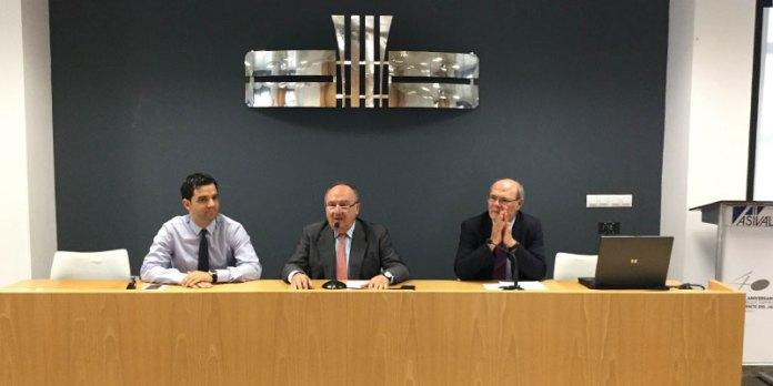 Juan Antonio Sagredo junto a Reche y al Presidente de Asivalco, Santiago Salvador