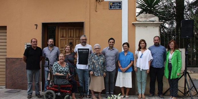 Carmen Roca junto a distintos representantes municipales