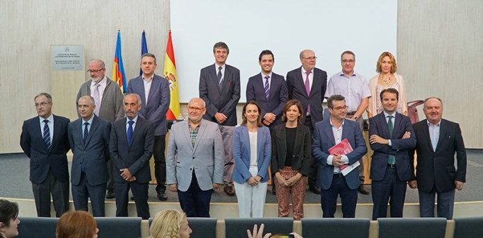 Foto de familia de los firmantes del Pacto Local de Paterna por la Innovación