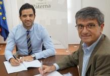 Instante de la firma del convenio entre el Ayuntamiento y el Parc Científic