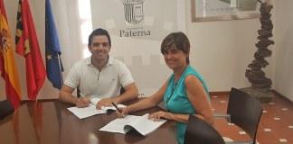 El alcalde, Juan Antonio Sagredo y Carmen Pi durante la firma del convenio