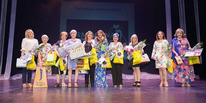 """Las ganadoras de """"Reinas por un Día"""" con sus regalos al finalizar la gala. Multipaterna"""