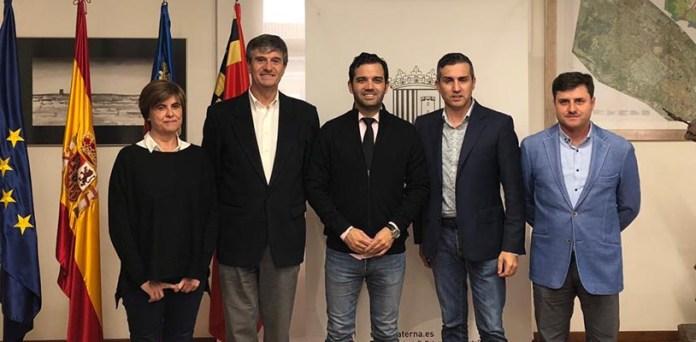 El alcalde de Paterna, Juan Antonio Sagredo junto a representantes de distintas áreas empresariales del municipio