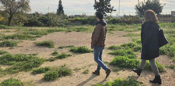 Sagredo y Campos en el solar donde se ubicará la nueva zona de esparcimiento canino