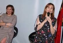 María Villajos junto a Isabel Bonig