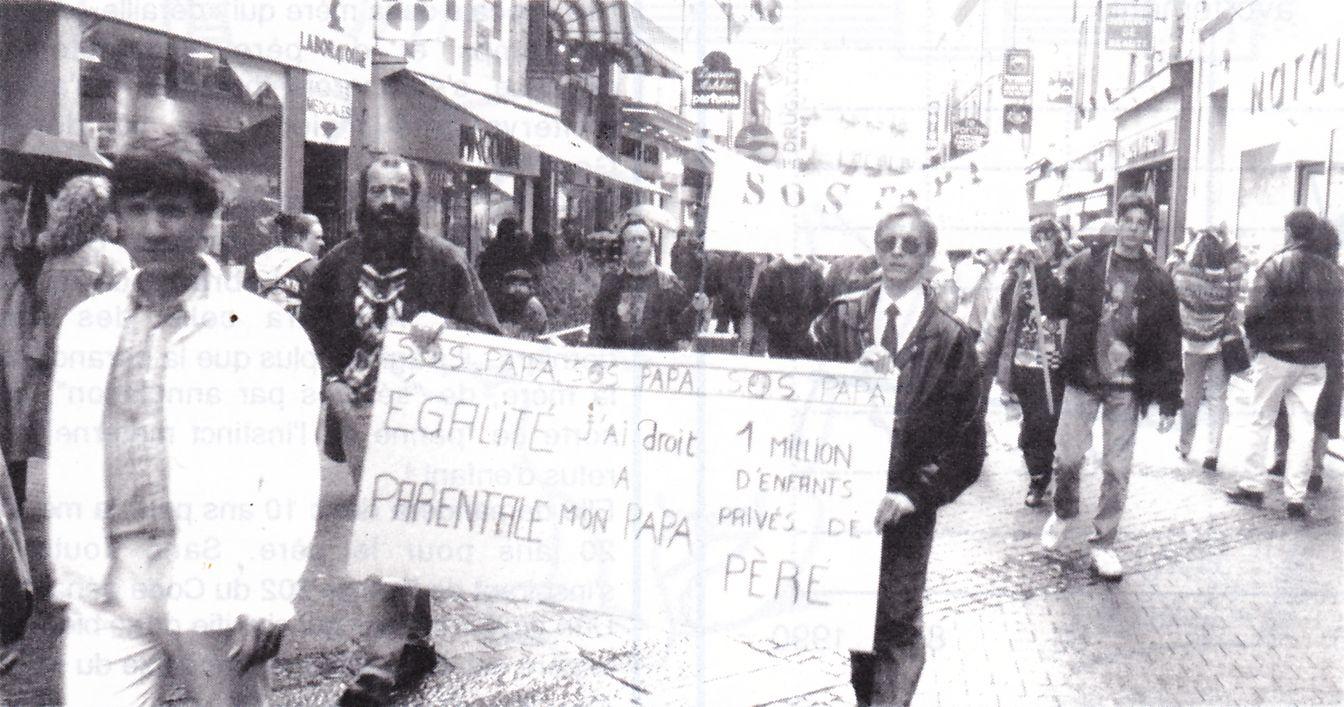 Manifestation de SOS PAPA sous la conduite de Pascal Dazin à Saint-Brieuc (© SOS PAPA)
