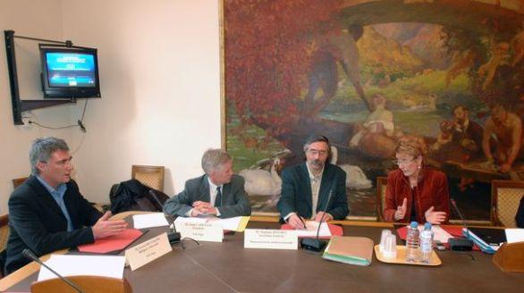Auditions au Sénat sur les familles monoparentales et recomposées le 18 janvier 2006 : Gérard Révérend, Alain Cazenave, Stéphane Ditchev et Gisèle Gautier (© D.R.)