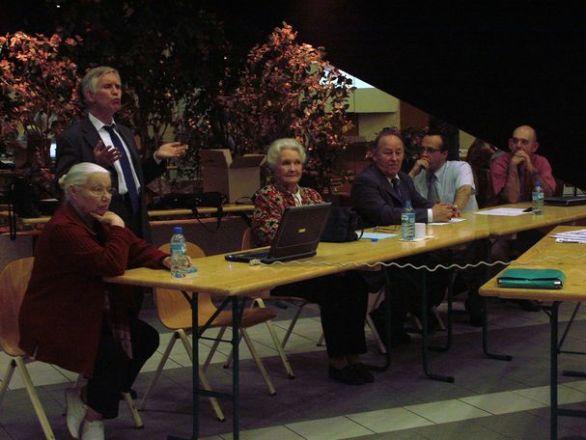 Assemblée générale de SOS PAPA, 13 mai 2006. De gauche à droite : Jeannette Guet, Alain Cazenave, Évelyne Sullerot, Michel Thizon, Philippe Josse, Thierry Doriot (© D.R.).