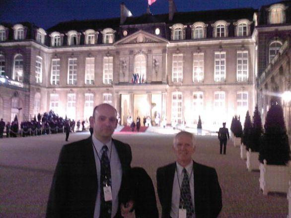 Thierry Doriot et Alain Cazenave au Palais de l'Élysée le 16 mars 2009 (© Julien Samson)