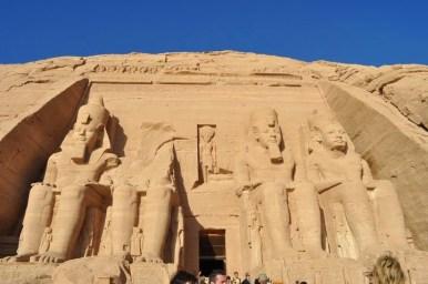 Рамзес ІІ много обичал женицата си Нефертари, затова й направил 13 деца и й изградил храм наблизо. За сведение, човекът имал общо 150 отрочета.