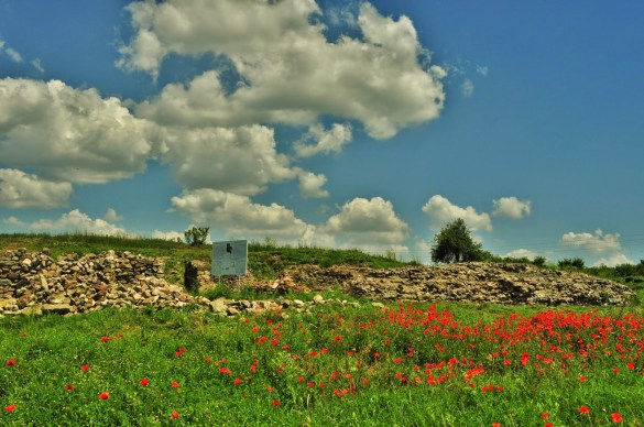 Градът се е разраснал и се е утвърдил, като един от най-богатите в тази част на Римската империя.  През II век Деултум бил защитен с големи крепостни стени, а жителите му се гордеели с перфектния градоустройствен план и с авангардната си водоснабдителна мрежа.