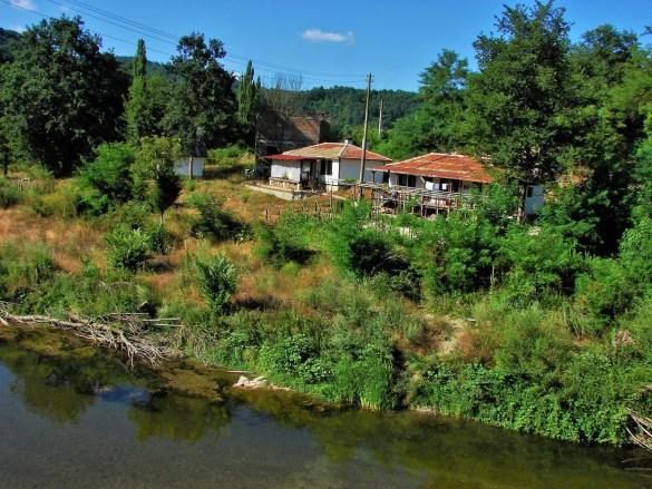 Но най-голямата река в тази част на България е Велека.  Извира в покрайнините на турското село Ахлатлъ, недалеч от българската граница. В района на горното си течение Велека се вие в живописна долина