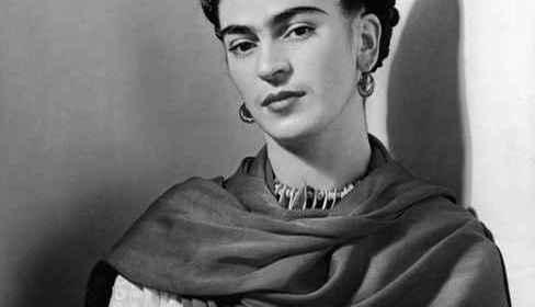« Tu mérites un amour » de Frida Kahlo : un poème inspirant que tout le monde devrait lire