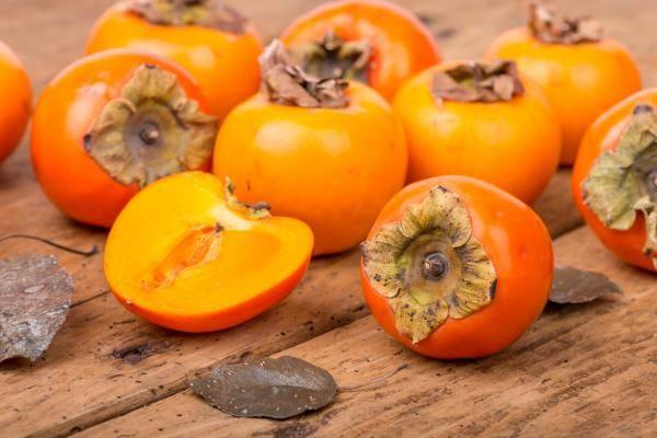 Le kaki, fruit national du Japon