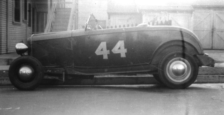Deuce hiboy hot rod in 1945