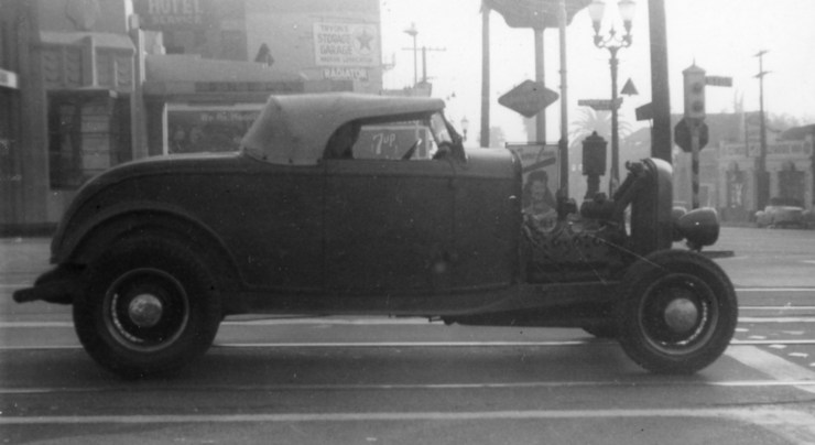 Deuce roadster in 1945