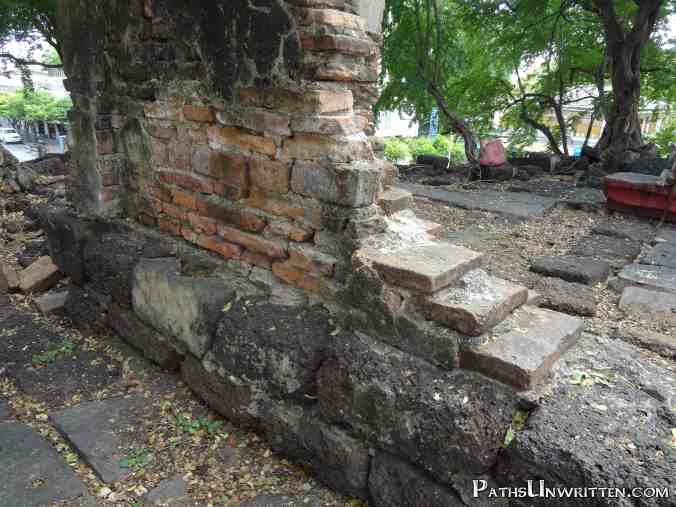 A good comparison of the small Thai bricks with the large Khmer stones.