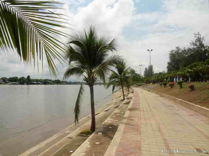 The river walk of Kamphaeng Phet.