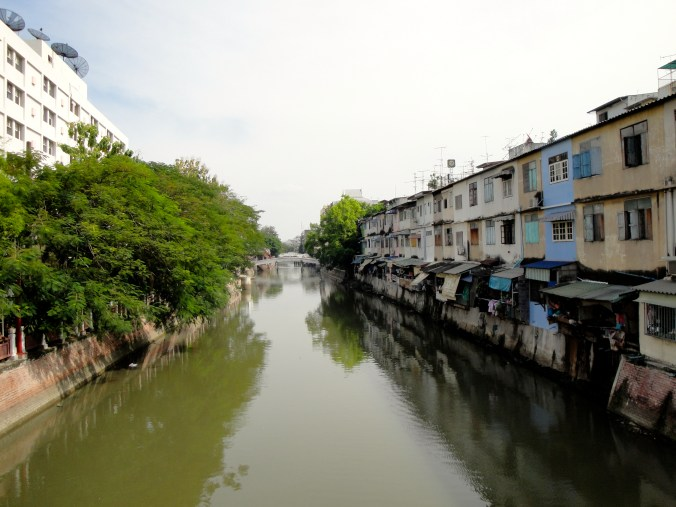 bangkok-canal-symmetry