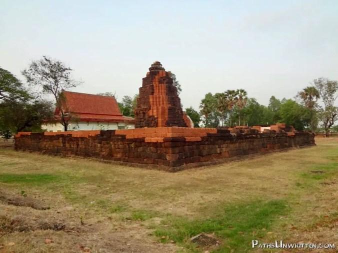 The first view when approaching Prang Ku.