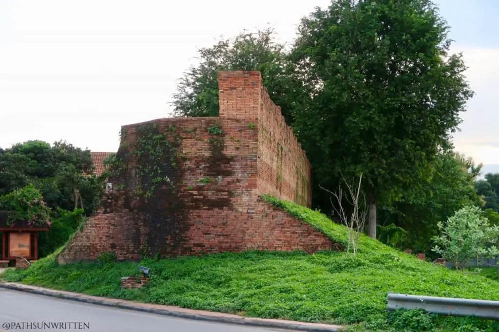Side profile of the Lampang city wall.