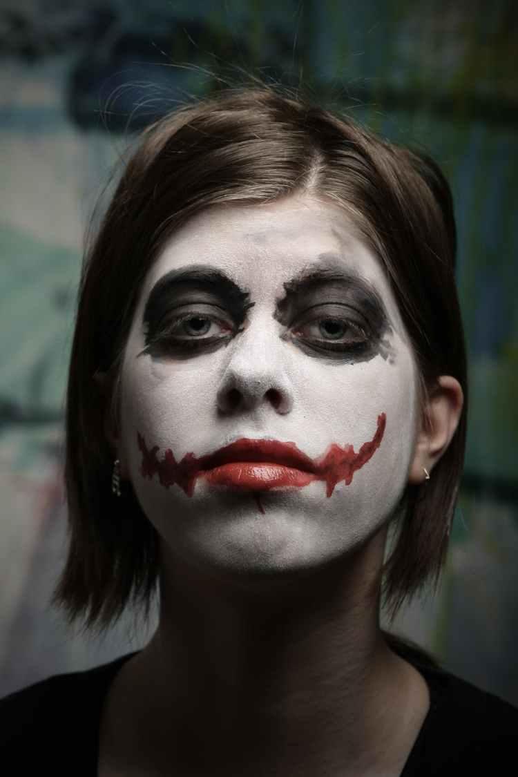 woman with joker makeup