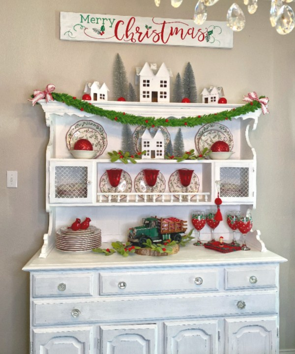 How to decorate a christmas hutch