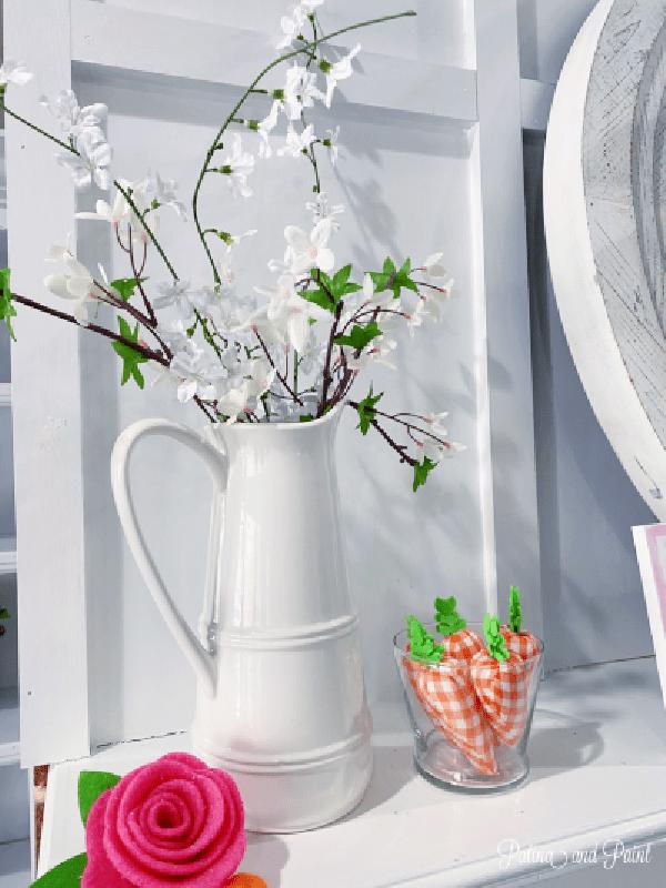 vase flowers, carrots