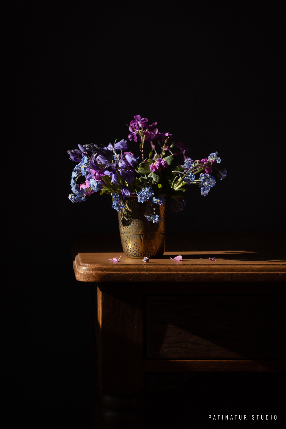 Photo art | Dark and moody floral still life with blue spring bouquet