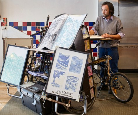Mobile artist Tommy Langra working at his draughtsman buggy image © Michael Kluge