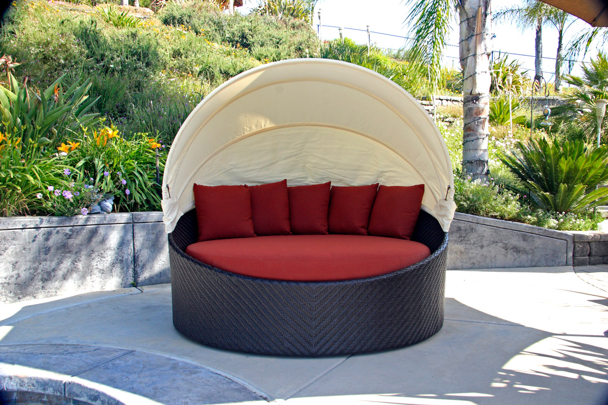 Outdoor Chair With Canopy Catch A Mid Day Nap On These Outdoor Patio Daybeds