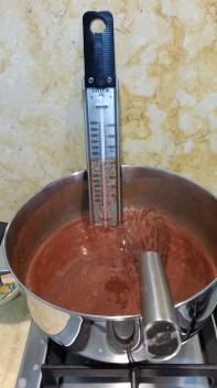 זיגוג שוקולד חלב בהתהוות
