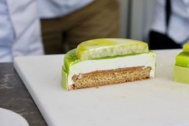 ג׳לה תפוחים של מביו במקור - עוד שכבה בעוגה