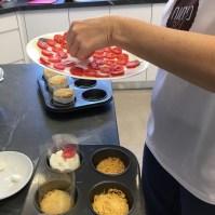 מניחים שכבת עגבניות